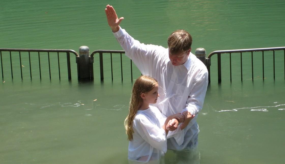 Baptism-in-Israel-e1391278499987